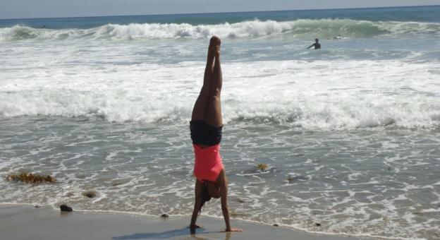 Handstand in Surf