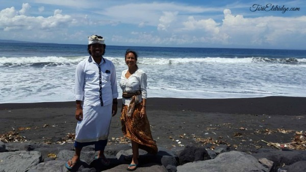 black-sand-beach-at-pura-klotok